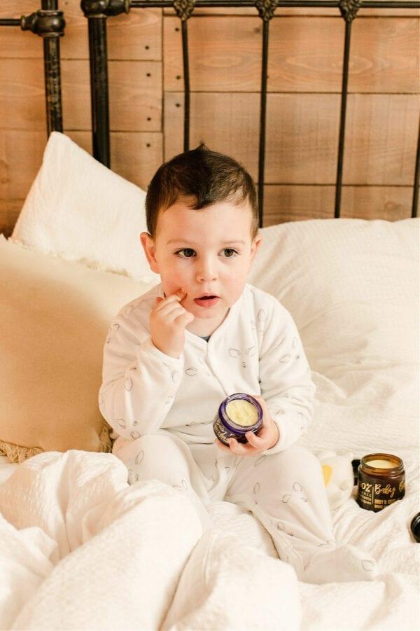 crème pour bébé, baume pour bébés, 100% biologiques d'origines naturelles, mamans bébés, amour, famille, mère, fils, fille, enfants, apaise, hydrate,